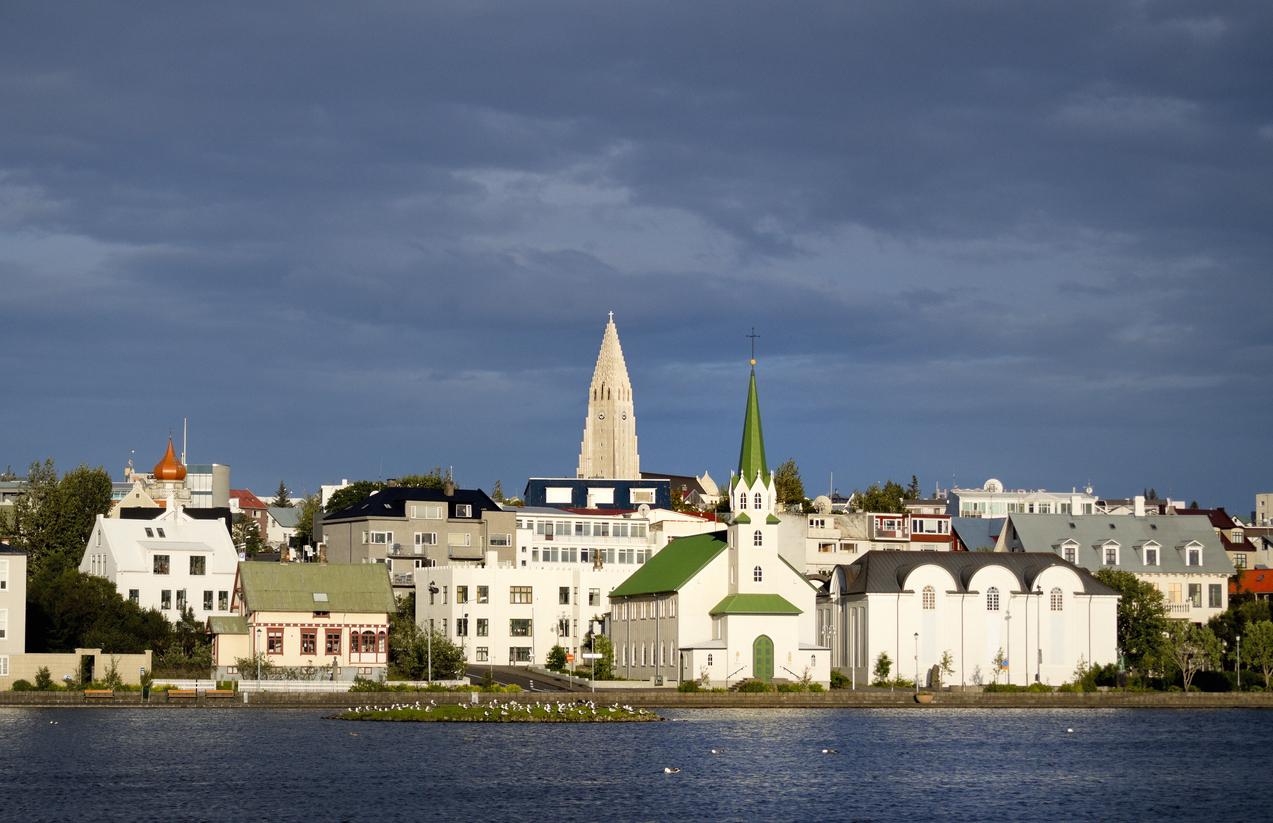 Reykjavik with Lake Tjornin, Viajes a Islandia