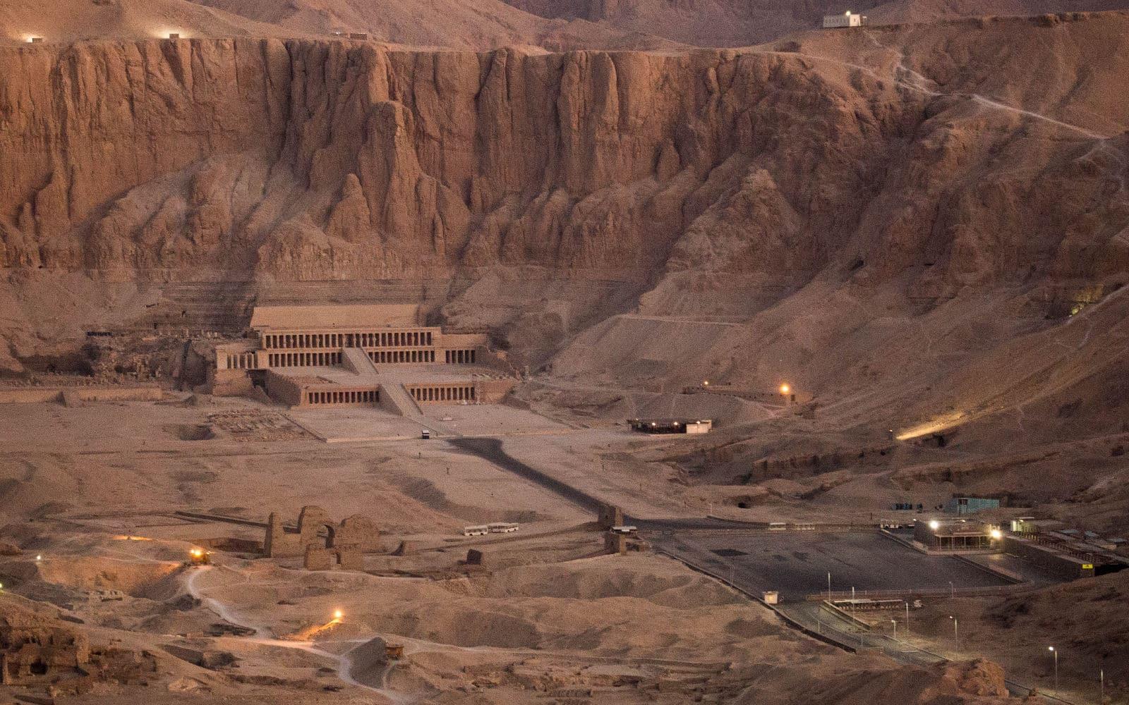 Hatshepsut y Senenmut. Dos almas inseparables.