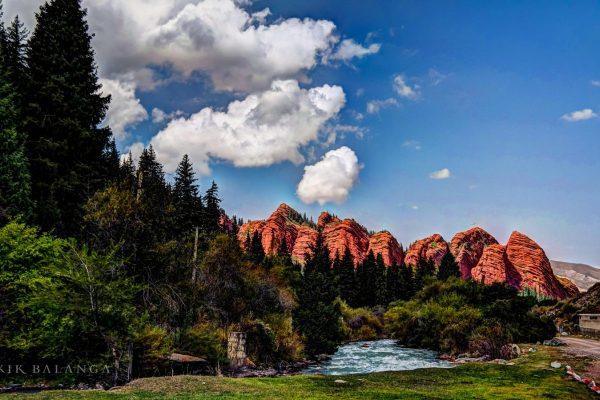 Asia,Kirguistan,paisaje,montañasrojas,rio,iS